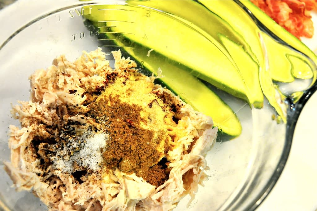 clear glass bowl of chicken and spices
