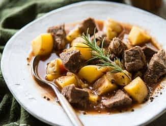 Rustic Beef & Potato Slow Cooker Soup