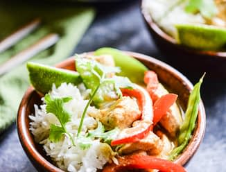 This Thai green curry comes together in just 3 easy steps with chicken, coconut milk, curry paste, and a healthy dose of vegetables for an easy Paleo weeknight meal! | Fed & Fit