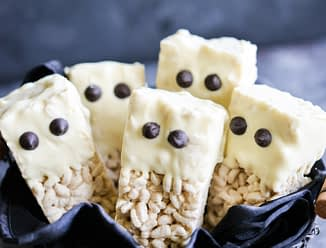 These gluten free rice krispie ghost bars are the perfect cute and festive treat that are easy to make and guaranteed to be a hit at your Halloween party or as a spooky treat in your kid's lunchbox!